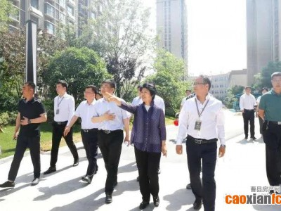 县长梁惠民先后深入到和顺园、伊尹府邸等实地调度安置房建设